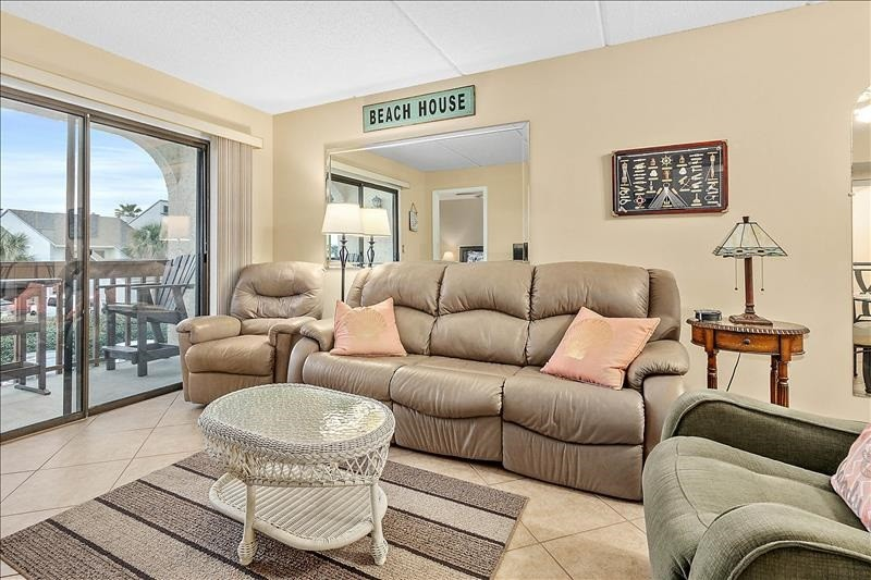 Living Area with 2 Recliners